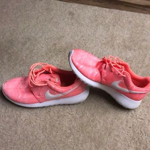 Nike rosherun youth shoes